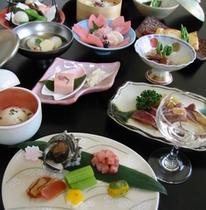 とある日のご夕食。見て楽しみ、香りを楽しみ、そして味わいを楽しむ。ごゆっくりお召し上がり下さい。
