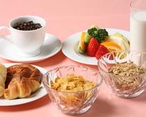 朝食(シリアル・フルーツ・コーヒー)