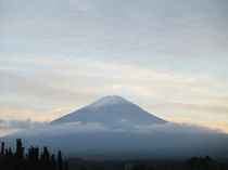 当館「富士山展望台」から仰ぎ見る富士山