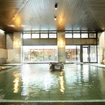 広々とした大浴場。アメニティやバスタオルも豊富に備えているので手ぶらでご満喫いただけます。