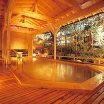 ゆったりとした優美な露天風呂で寛ぐひとときを