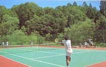 無料テニスコート(ナイターも完備)