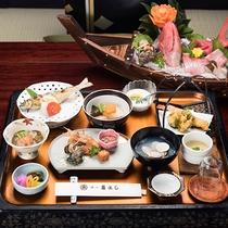 *夕食一例・ボリューム満点!新鮮な海の幸を贅沢に盛り込んだ『殿様御膳』