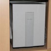 冷蔵庫(中は空です。お好きなドリンクをお入れください。)