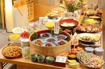 【朝食】和食中心のバイキング、名古屋めしもあります。