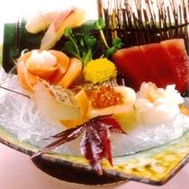 【夕食】レストランでは多彩なメニューをご用意しております