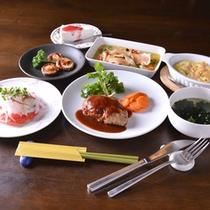 *お夕食一例/季節の旬と地元の食材を活かした、オーナー自らが腕を振るうお料理に舌鼓。