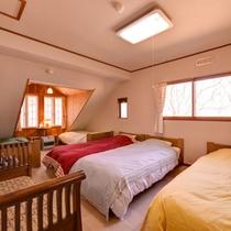 *洋室5ベッド(客室一例)/窓から入る光が室内を明るく。朝はやさしい自然光でお目覚め下さい。