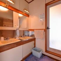 *脱衣処(大浴場)/清潔を心掛けた脱衣スペース。