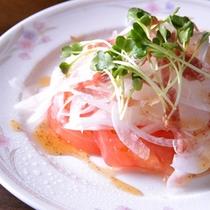 地元産のトマトを使った旬のサラダ♪フレッシュ!!