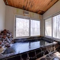 *大浴場/季節ごとに変わる景色を眺めながら、のんびりとご入浴いただけます。