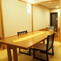 【別館つばき】お部屋出しプランの場合のお食事場所はコチラの椅子・テーブル席です!