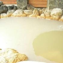【温泉】カルシュウムを多く含む「湯花」がびっしり