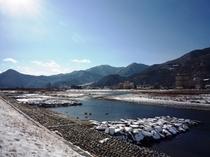 冬 千曲川と温泉街