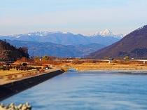 千曲川万葉橋から望む、高妻山と戸隠連峰雪景色(徒歩10分)