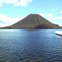 榛名湖と榛名富士 11月上旬の風景
