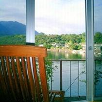 【お部屋からの眺め】安房川を眺めながらおくつろぎ下さい。