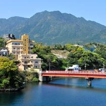 【外観】橋を渡れば安房の中心街!