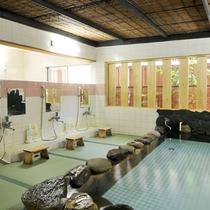 【4F 畳風呂】屋久島浜辺の岩と畳風の床で趣向を凝らしたお風呂です。
