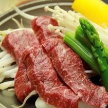 【お食事一例】牛肉の陶板焼き