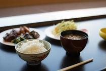 日本料理あさま 朝食一例