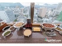 最上階眺望を眺めながらの朝食バイキング
