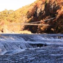 吹割の滝を間近でみるとすごい迫力です。