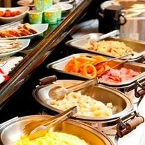 ≪朝食バイキング≫豊富なメニューでバランスとれたご朝食をお召し上がり下さいませ。