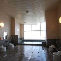 男性大浴場 ☆ユニットバスにはない開放感。旅の疲れを癒して頂けます☆