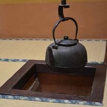 *【客室例】小さな囲炉裏風のお部屋もございます。