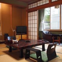 飛騨の大自然を眺めながら畳のお部屋でごゆっくりお寛ぎください。
