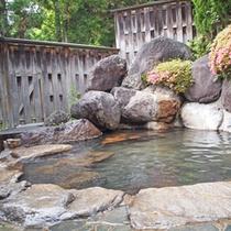 四季の移ろいを感じる当館自慢の庭園露天風呂。
