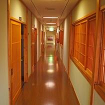 【館内の廊下】