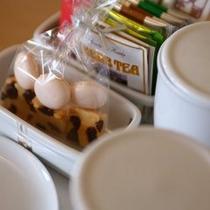 【客室には手作りのお菓子を】