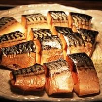 ある日の朝食 本日のお魚「さば照り焼き」
