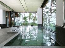 開放感あふれる大浴場