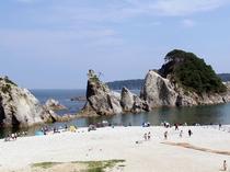 浄土ヶ浜は、日本の快水浴場百選にも選ばれている海水浴場。