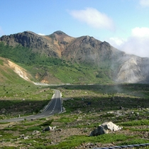 高湯温泉から土湯峠に至る最高標高1,622mを走る磐梯吾妻スカイライン(冬季閉鎖)