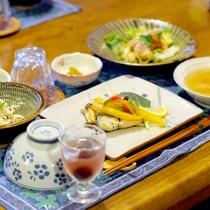 【夕食一例】奥さんの実家産野菜&お米使用の日替わり夕食です。