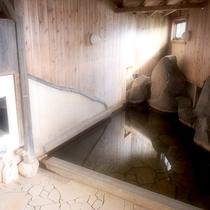 【大浴場】湯布院では珍しい美肌の湯♪24時間お入りいただけますよ。