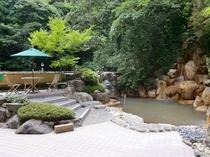 新緑の露天風呂「鬼のすみか」