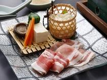 懐石料理の一品「黒豚しゃぶしゃぶ」一例