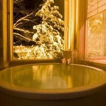 【和洋室】半露天風呂:冬