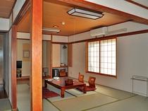 【本館和室・12畳】広々として落ち着いた雰囲気のお部屋です。