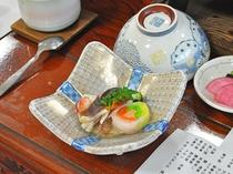 【お料理・酢の物と御品書】夏の一例 焼き帆立、オレンジサーモン巻き、北寄、青魚、蟹、他
