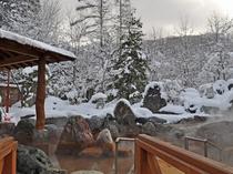 【露天・冬】大きな庭園風呂となっております。