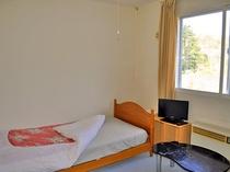 【別館洋室・シングル】シンプルな作りのお部屋です。