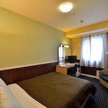 スタンダードダブル 15.2平米 140cmベッド×1 シモンズ製ベッド