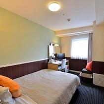 レディースルーム 13.5平米 ベッド幅140cm