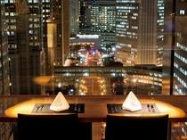【本館25階マンハッタンテーブル】窓側のカップル席は夜景が目の前の特等席☆